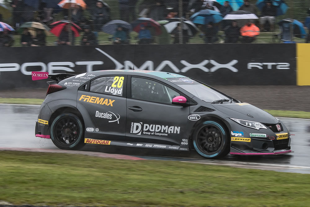 Top ten for Lloyd on rain-soaked Knockhill weekend