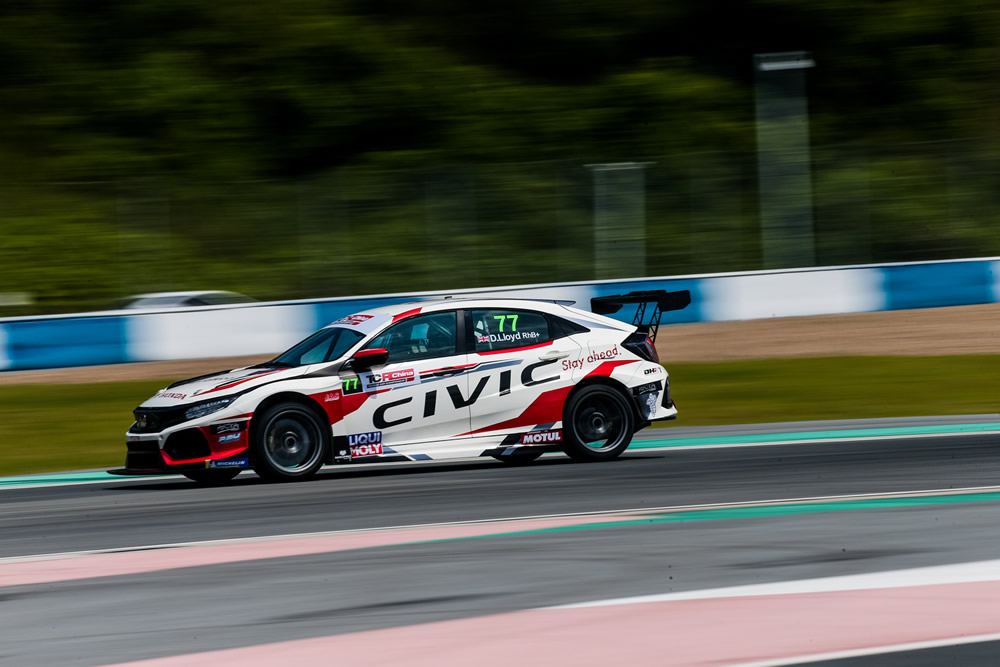 Lloyd set for TCR China championship showdown at Zhozhou
