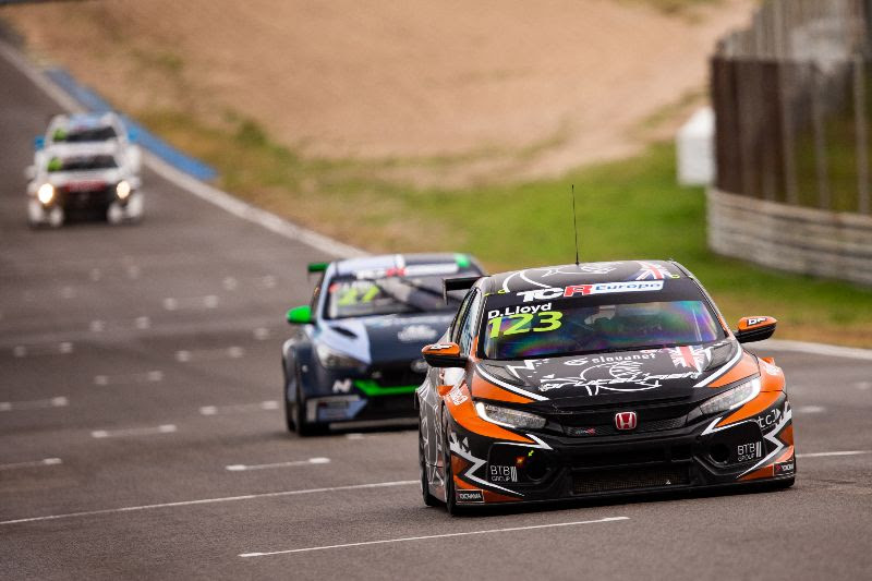 Lloyd signs off rollercoaster TCR Europe season in Jarama